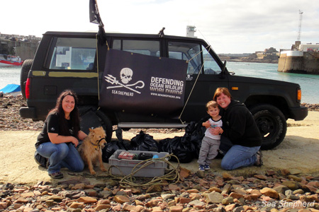 Sea Shepherd Channel Islands volunteers participate in weekly beach clean-up