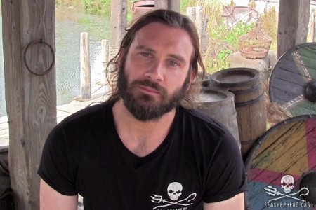 Hollywood actor Clive Standen speaks out against the brutal pilot whale slaughter