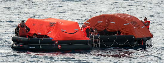 35 crew from the Thunder have abandoned ship and are now in life rafts. Photo: Erwin Vermeulen
