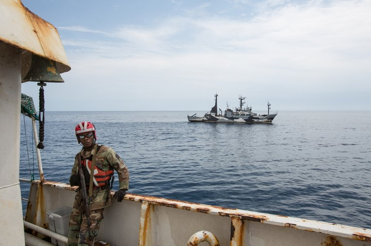 Liberian Coast Guard secure the F/V Hai Lung. Photo by Katie Mähler/Sea Shepherd.