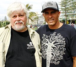 news_090327_1_Kelly_Slater_Paul_Watson