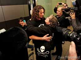 Erwin greeted by family, supporters, and media upon his return to the Netherlands. Photo: Boyan Slat