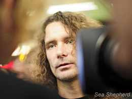 Erwin speaking to media upon his arrival in the Netherlands. Photo: Boyan Slat